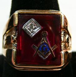 Picture of MENS MASONIC 10K GOLD RING SIZE 8