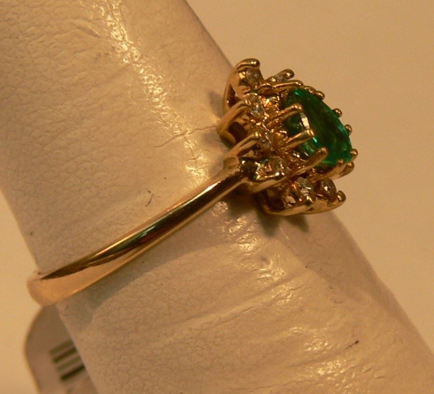 Cash USA Pawnshop 14K YELLOW GOLD RING WITH GREEN STONE AND