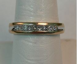 Picture of 14K YELLOW GOLD BAND WITH DIAMONDS SZ-7.5 4.2G