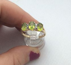 Picture of 14kt yellow gold ring with 4 small diamonds and 3 oval peridots 3.4 gr size 10 .843653-1.