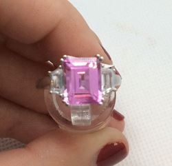 Picture of 10kt white gold ladies ring size 7 4.5 gr with pink stone and 2 white stones mint pre owned 793753-1